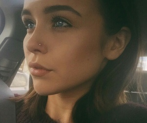 acacia brinley and eyes image