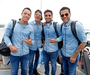 adriano, neymar, and Barca image