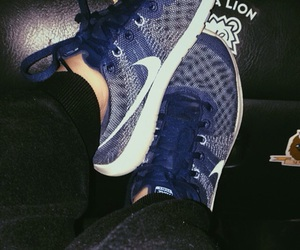 car, nike, and runners image
