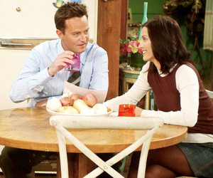 chandler, monica, and serie image