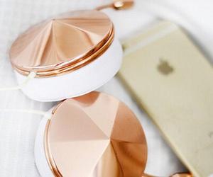 apple and headphones image