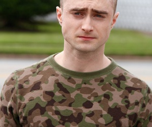 daniel radcliffe, harry potter, and hogwarts image