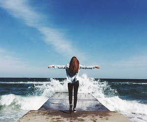 girl, sea, and freedom image