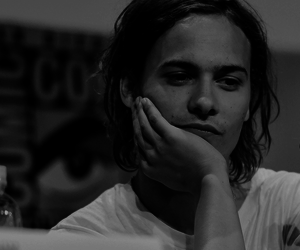 horror, frank dillane, and fear the walking dead image