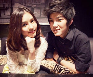 couple, kim, and aom sushar image