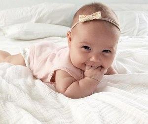 baby and немовля image