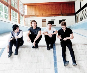 5sos, 5 seconds of summer, and ashton irwin image