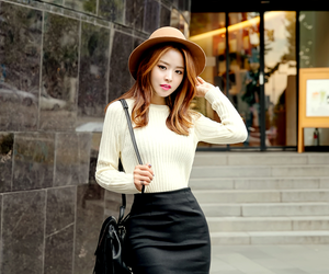 model and hyunok image