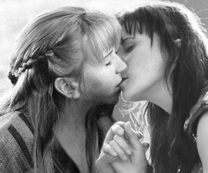 gabrielle, kiss, and xena image