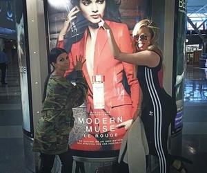 khloe kardashian, kourtney kardashian, and kendall jenner image