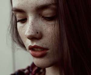 girl and freckles image