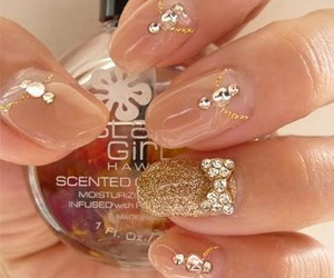 nails and bow image