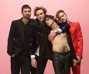 love me, ross mcdonald, and the 1975 image