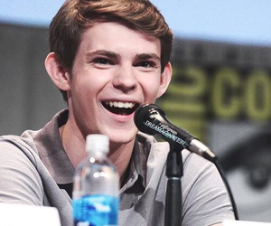 comic con, peter pan, and robbie kay image
