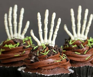 cupcakes, Halloween, and chocolate image