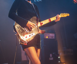 indie, wolf alice, and ellie rowsell image