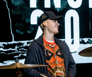 header, justin, and twitter image
