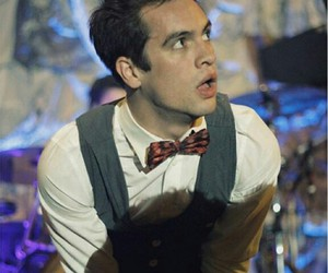 brendon urie, panic at the disco, and live image