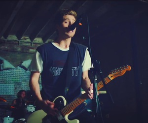 music video, hey everybody, and luke hemmings image