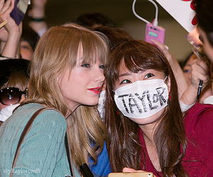 fan, taylor, and photo image