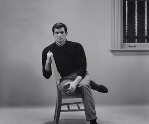 anthony perkins, norman bates, and Psycho image