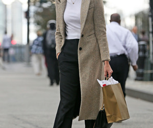 Karlie Kloss and street style image