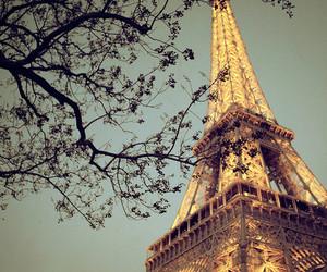 effiel tower and paris image