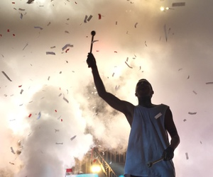 confetti, twenty one pilots, and blurry face image