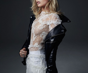 margot robbie and lace image