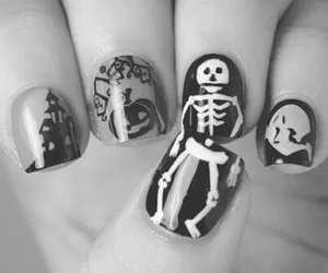 nail+art, black&white picture, and haloween nail art image