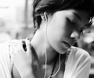 short hair, pretty, and ear buds image