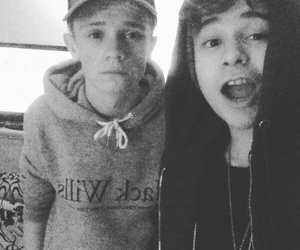 charlie, bars and melody, and leo devries image