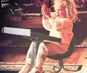 Taylor Swift and de pequeña image