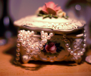pearls, vintage, and pretty image