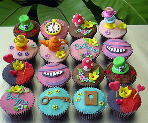 cupcakes, yum, and alice in wonderland image