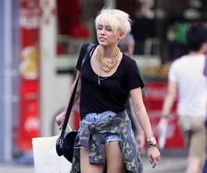 miley cyrus, style, and Queen image