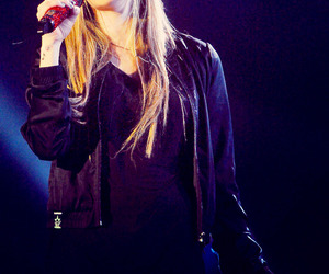 Avril Lavigne, performance, and in china image