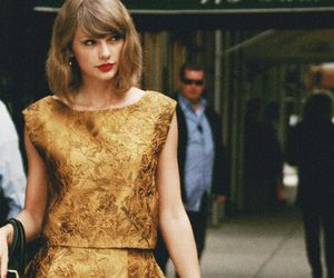 Taylor Swift and shopping image