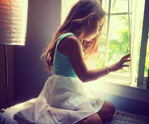 fashion, little girl, and wait image