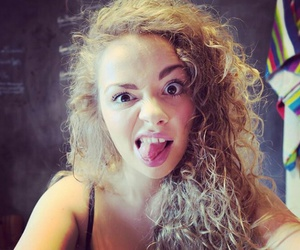carrie fletcher image