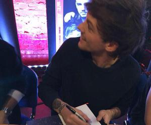 book, london, and louis tomlinson image