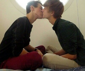 gay and kiss image