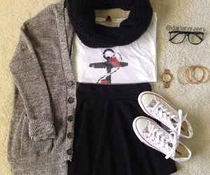 outfit, nails, and clothes image