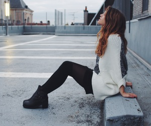 blackandwhite, city, and clothes image