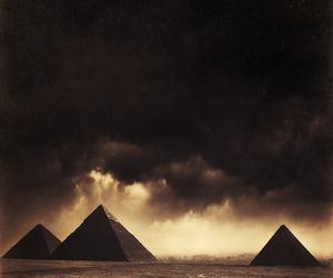 egypt and pyramid image