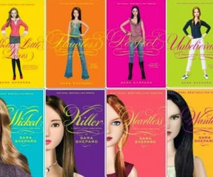 book and pretty little liars image