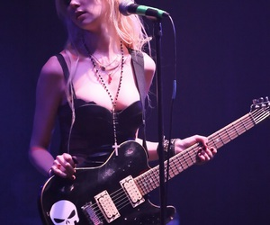 Taylor Momsen, the pretty reckless, and guitar image