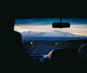 car, montagne, and neige image