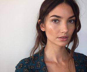 Lily Aldridge and model image