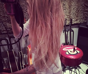 Avril Lavigne, hair, and music image